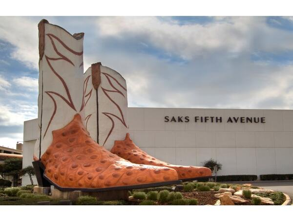 Large boot statue outside of North Star Mall