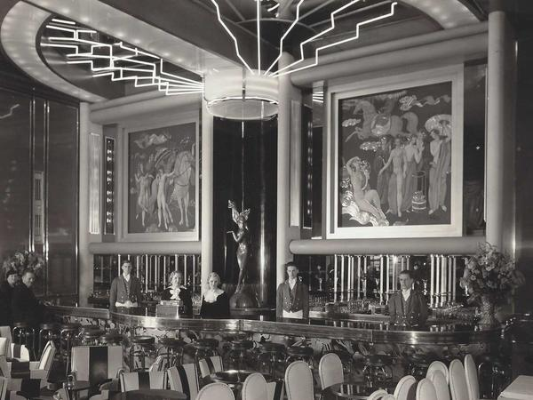 BW Historical Photo of Gold Room