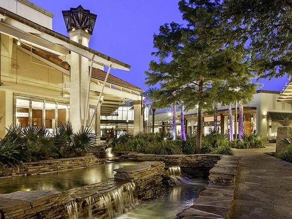 Courtyard water feature at Shops at La Cantera