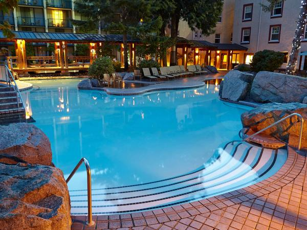 Hot Springs Pools – Harrison Hot Springs Resort