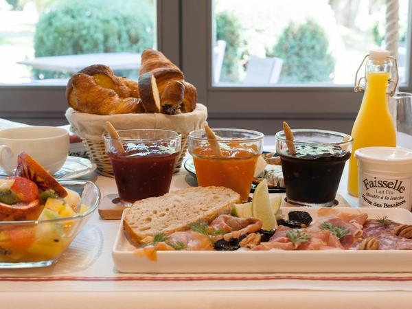 petit-déjeuner à l'hôtel du Clos St Elois, The Originals Relais