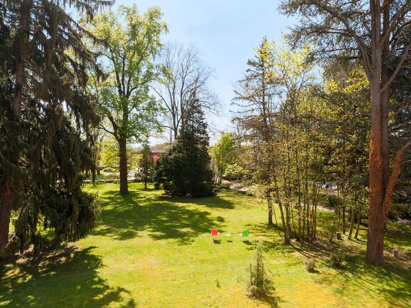 jardin avec arbres de l'hôtel Clos St Elois, The Originals Relai