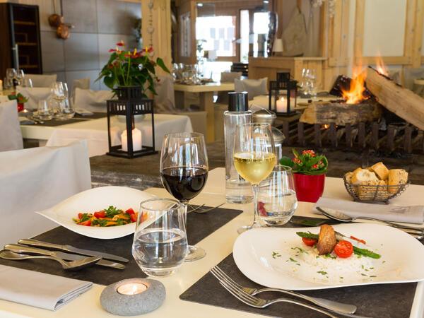 Dining at Chalet Hôtel La Chemenaz in Les Contamines-Montjoie