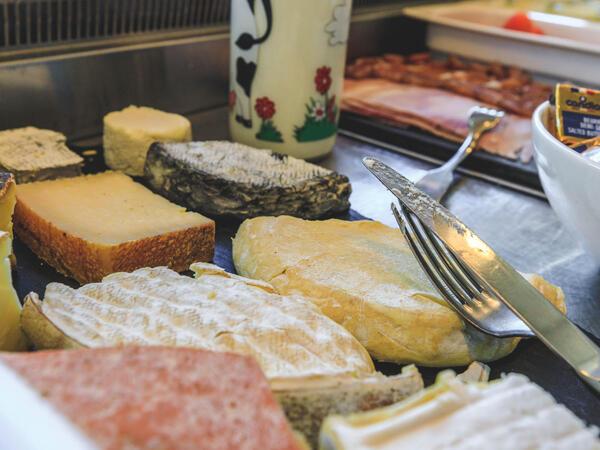 Buffet Petit Déjeuner Les Gentianettes, The Originals plateau de fromage