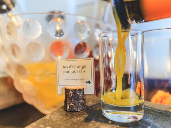 Buffet Petit Déjeuner Les Gentianettes jus orange pur jus frais