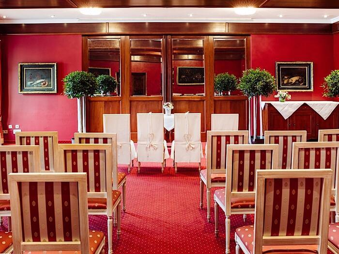 Trauung im Roten Salon im Schloss Pichlarn