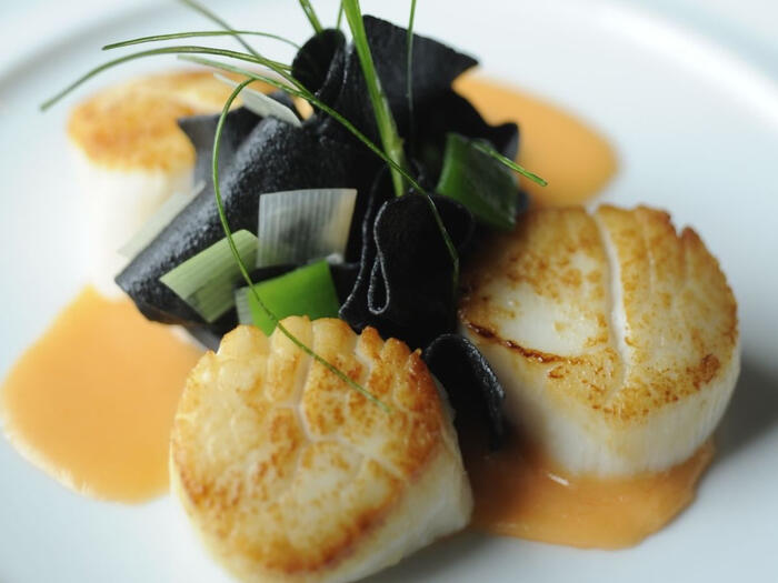 Gently seared scallops