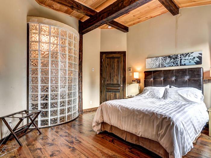 Lit Chambre dans Auberge du Lac Taureau, The Originals Relais