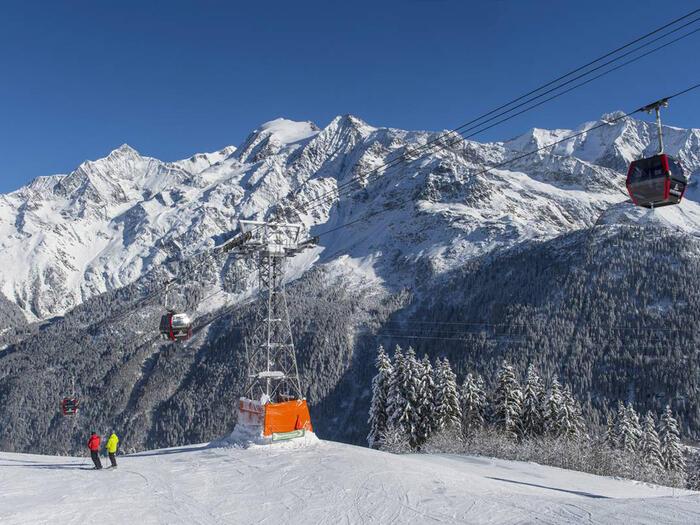 Skiing near Chalet Hôtel La Chemenaz in Les Contamines-Montjoie