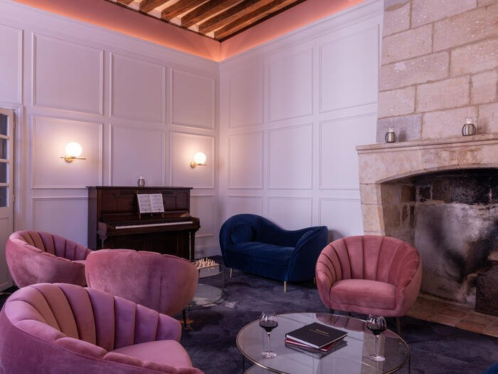 Bar at Hotel Anne d'Anjou in Saumur, France