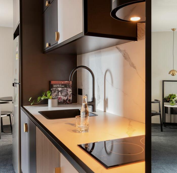 Brady Hotels Jones Lane - Studio apartment kitchenette