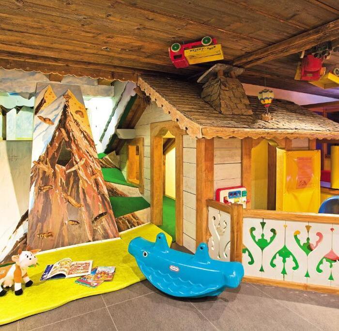 Salle de jeu enfant en sous sol