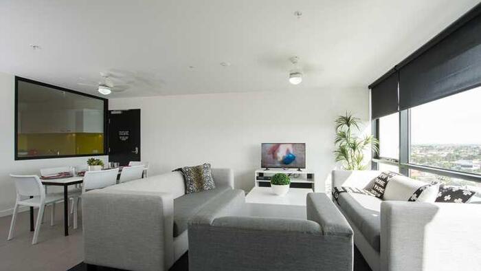 TV in 6 Bedroom Apartment