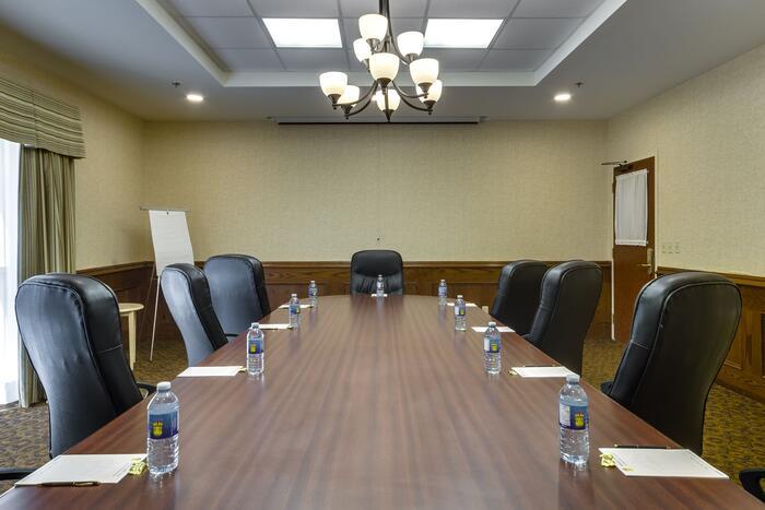 Meeting room at Monte Carlo Inn Barrie Suites