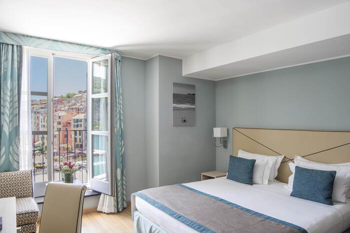 Bedroom with balcony- Hotel Portovenere
