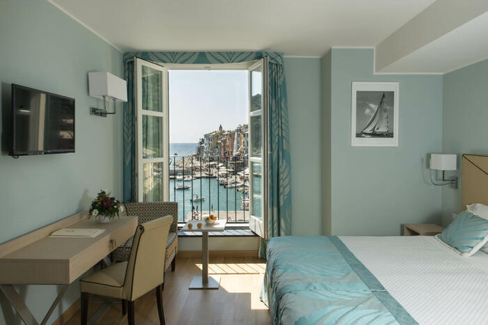 Bedroom with a nice view-Hotel Portovenere