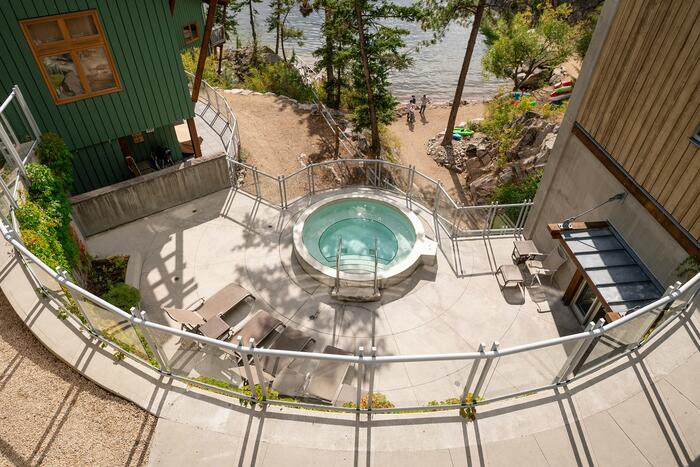 Quarry Bay hot tub at Outback Lakeside Vacation Homes