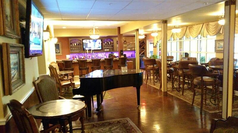 Lobby bar with grand piano.