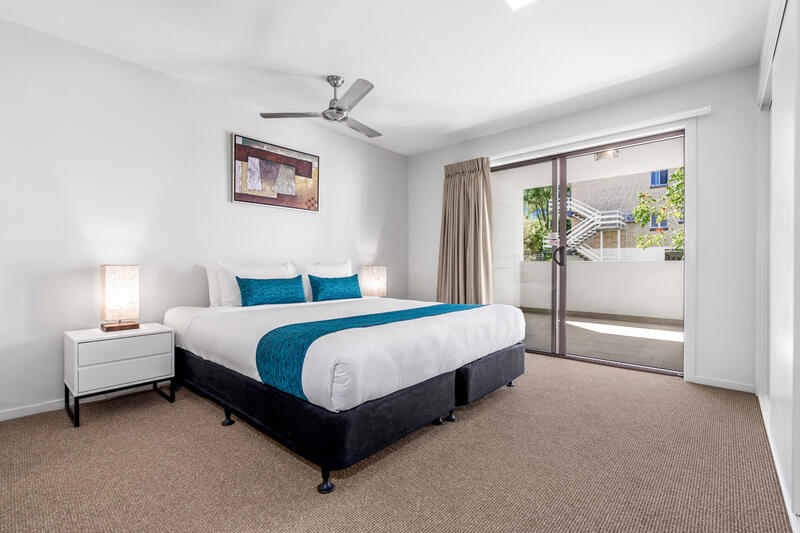 One Bedroom Suite - Luxurious King Bed - Essence Apartments Cher