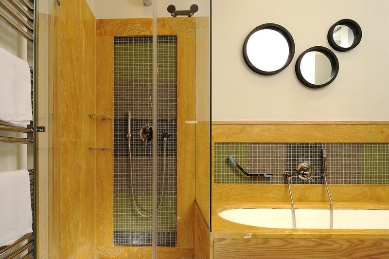 lucury suite bathroom