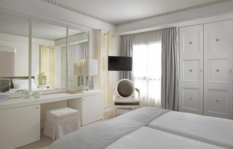 White Room NJV Athens Plaza