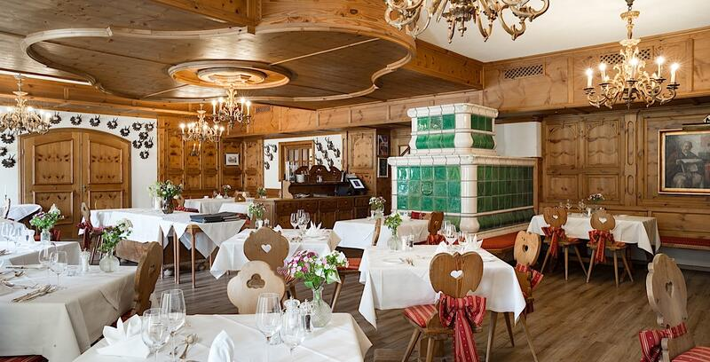 A-la-carte-Restaurants Spiegelsaal & Zirbenstube at Romantik Hot