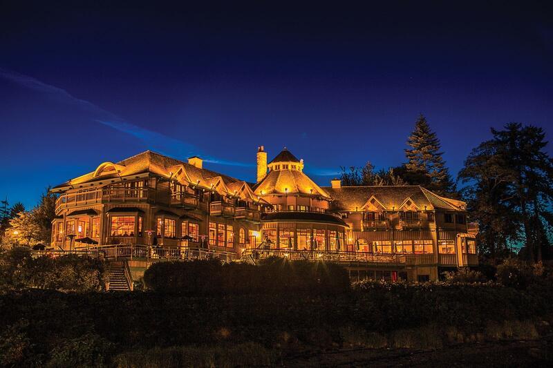 Painters Lodge at night