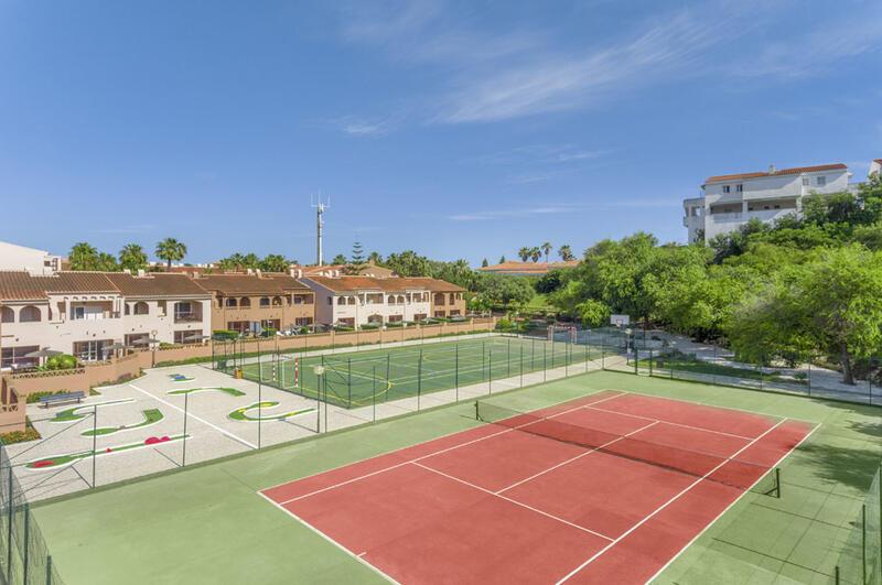 Los Amigos Beach Club Tennis Court