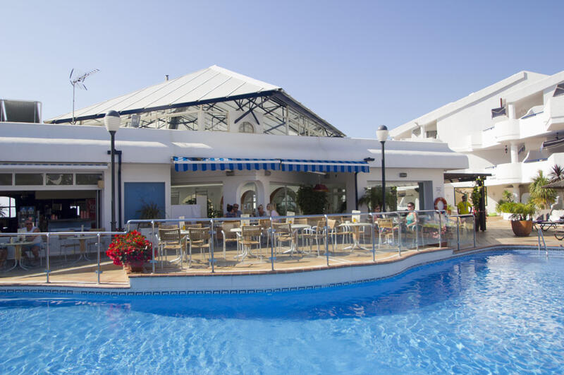 Sahara Sunset Outdoor Pool Bar