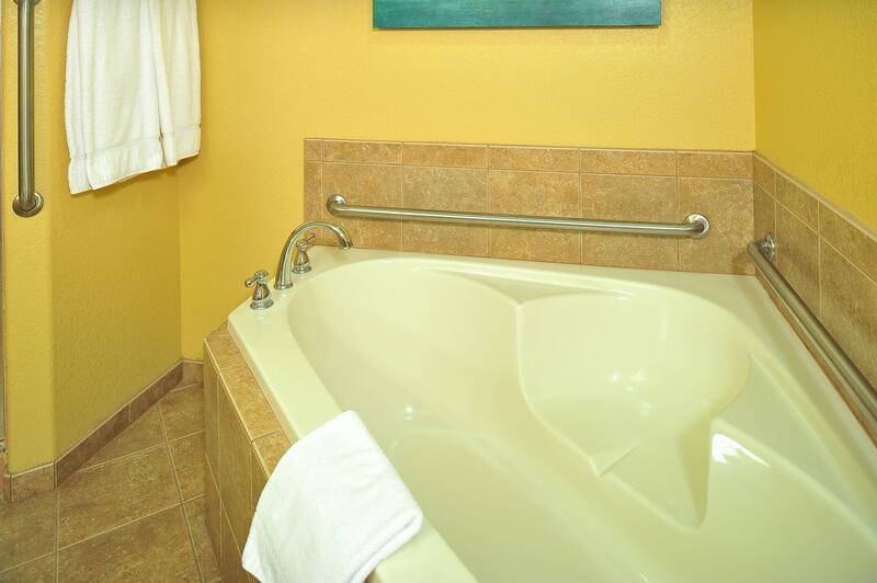 Sedona Summit Suite Bathtub