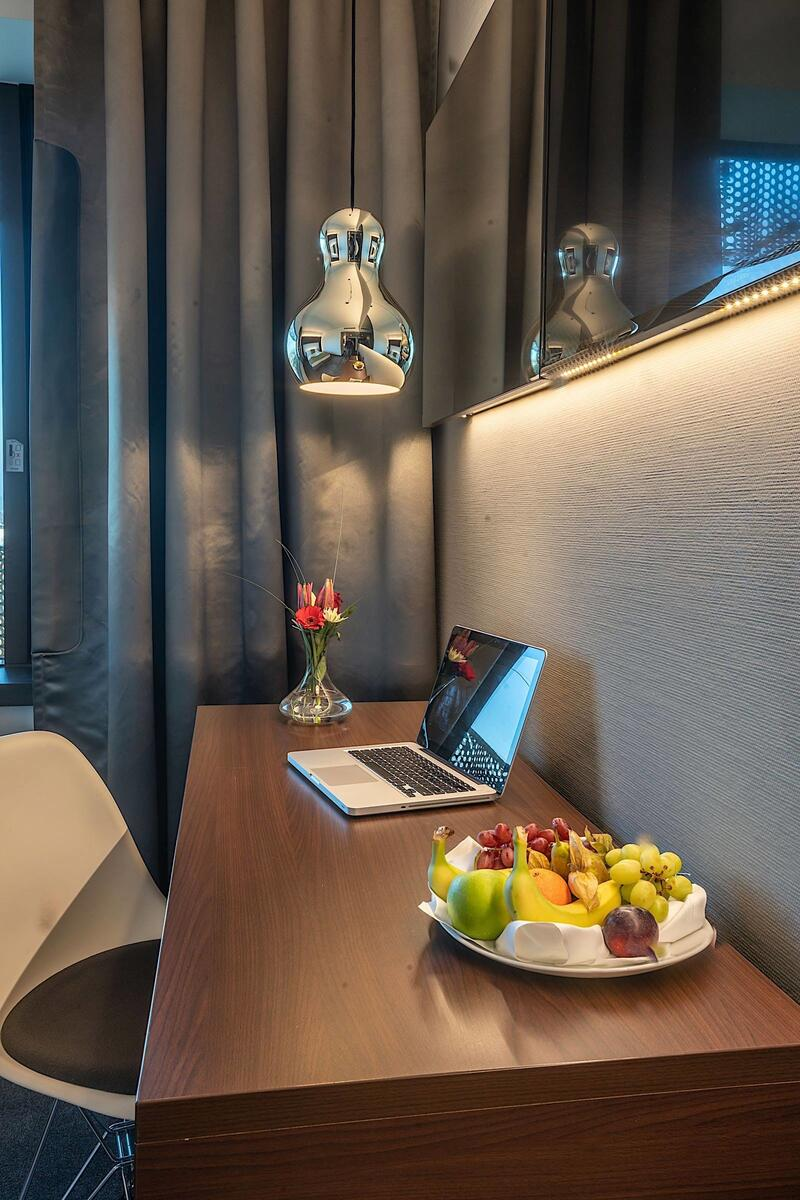 Business Room Table at Airport Hotel Basel