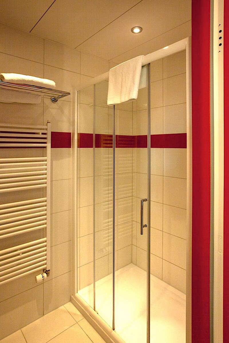 Business Room Shower at Airport Hotel Basel