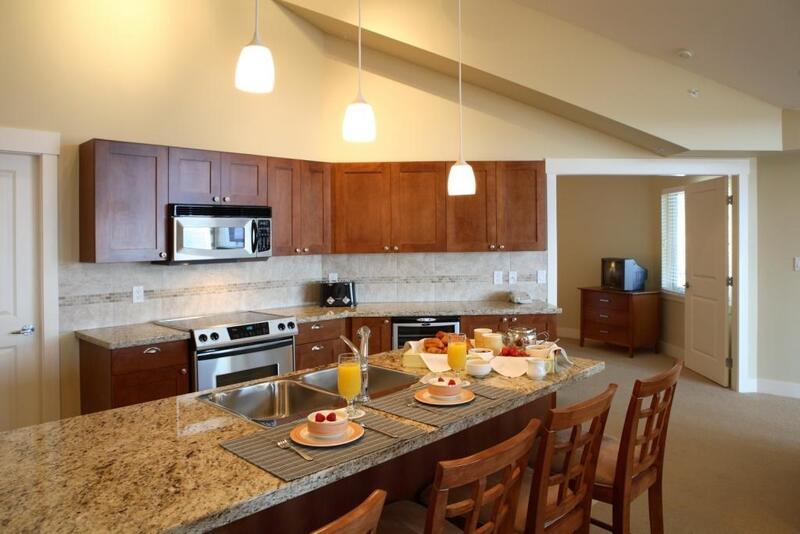 Three Bedroom suite food kitchen dining