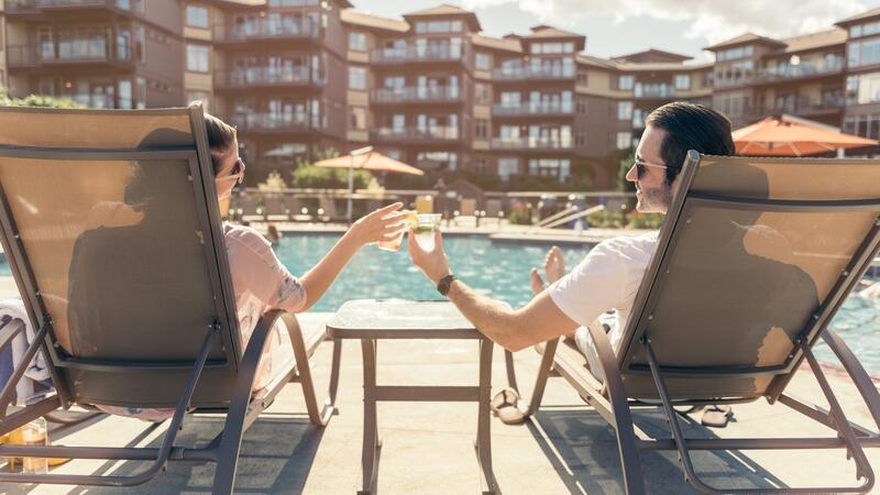 Hotel Lakeside Couple Drinking