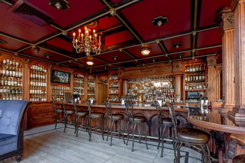 Salt & Whiskey bar