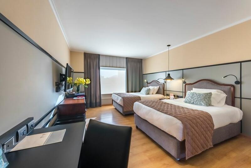 Hotel Poblado Plaza 2 bed Guestroom