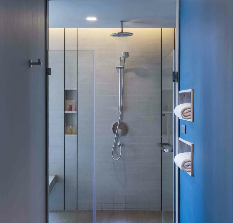 U Jomtien Deluxe Seaview Room Bathroom