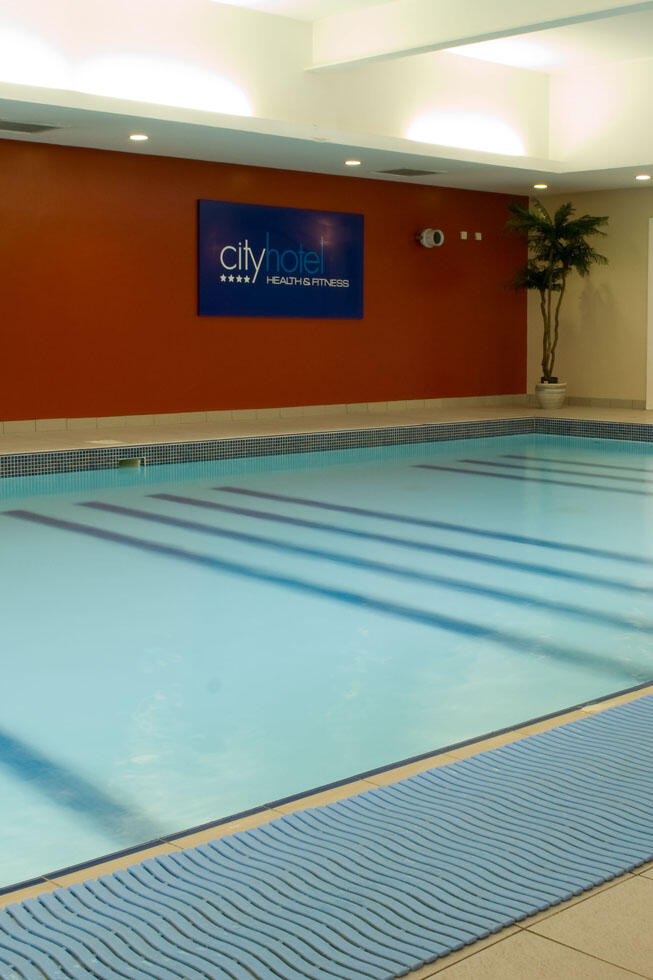 City Hotel Derry Swimming pool