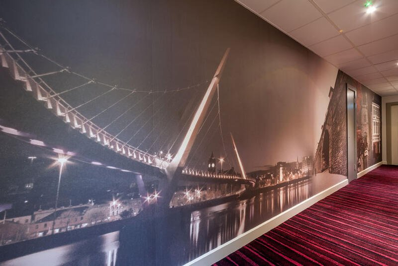 Digital Wallpaper Of The Peace Bridge By Night At City Hotel Der