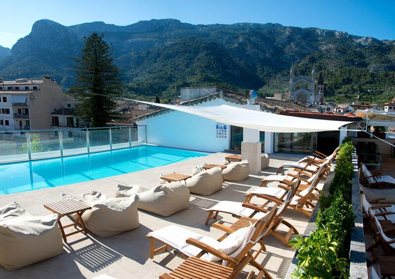 Swimming pool at Gran Hotel Sóller in Majorca