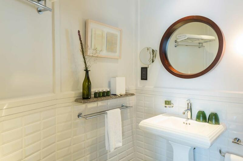 Bathroom of the Deluxe Room - Ann Siang House