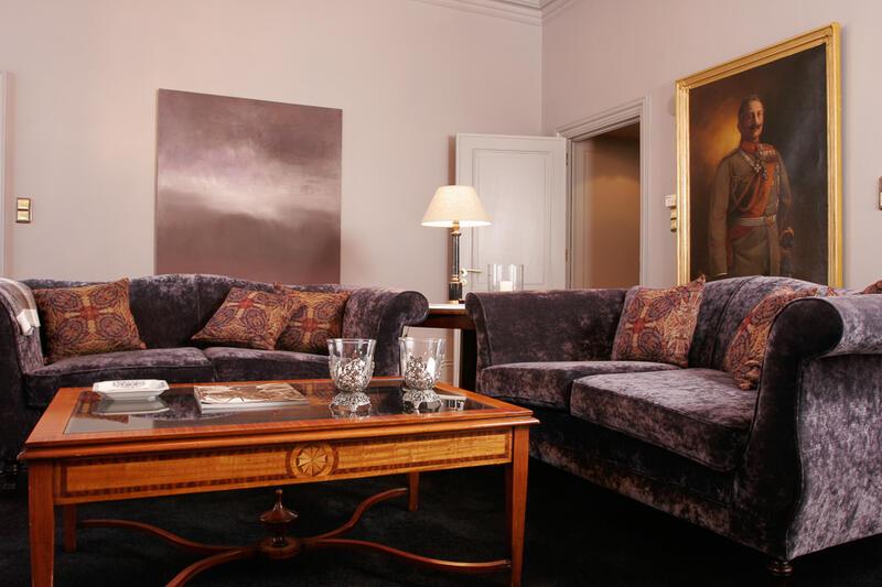 Kaiser Suite Living Room - Patrick Hellman Schlosshotel