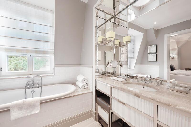 Premium Room Marbella Bathroom - Patrick Hellman Schlosshotel