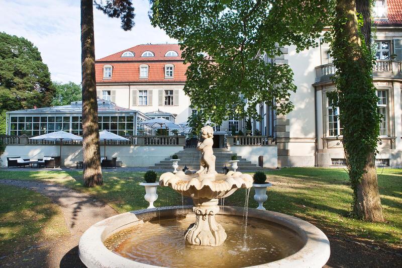 Hotel Garden Fountain - Patrick Hellman Schlosshotel