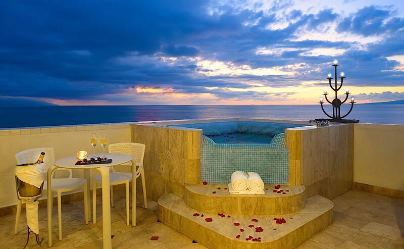 Villa Premiere Master Suite Terraza con jacuzzi frente al mar
