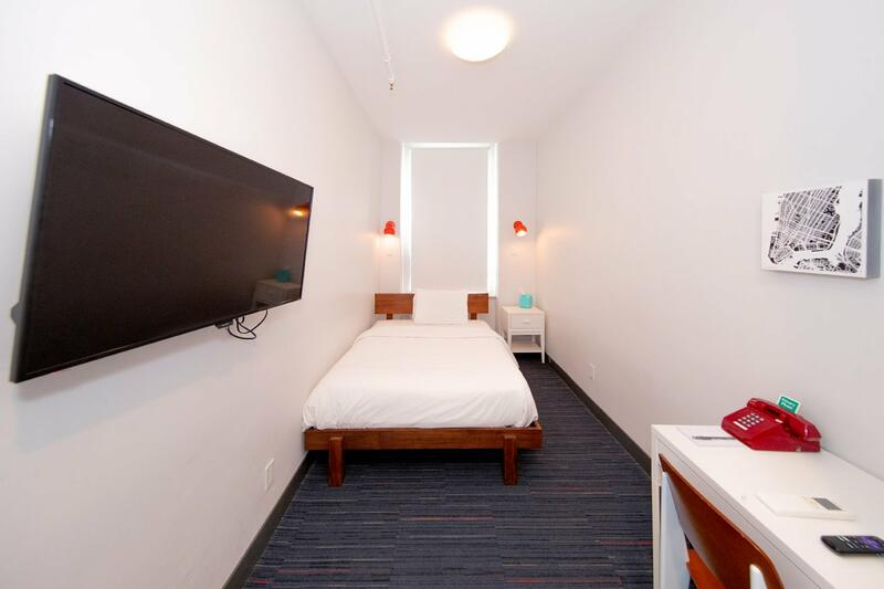 Hotel room with single bed.