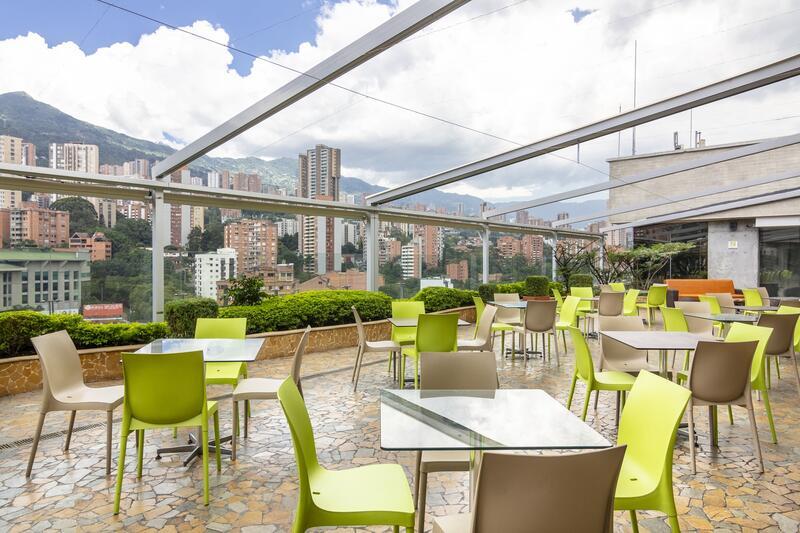 Diez Hotel Open Terrace sitting area