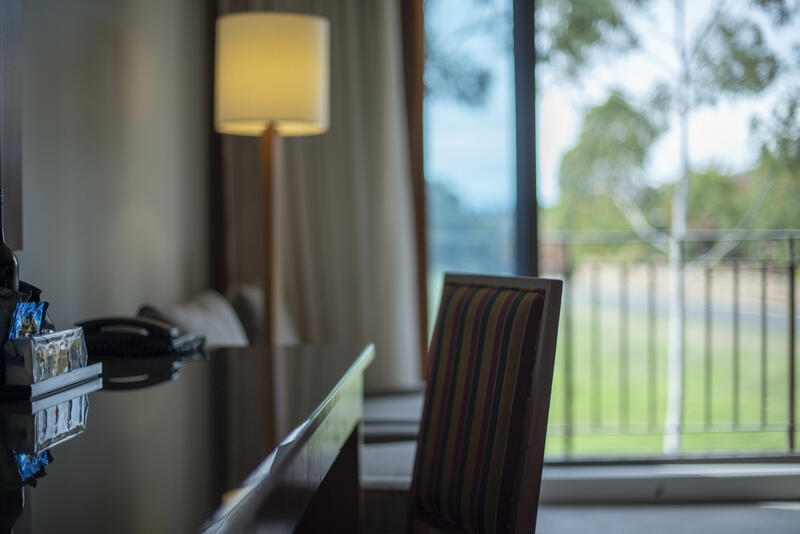 Desk in Twin Room with a view - Yarra Valley Lodge