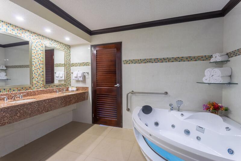 One Bedroom Suite Jacuzzi