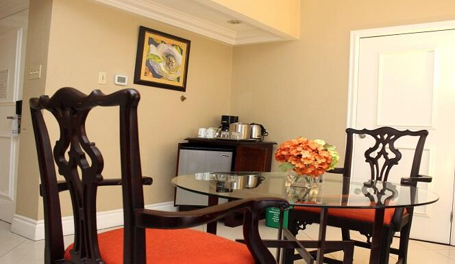 1 Bedroom Suite Penthouse Dining
